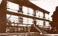 Bývalá komenda řádu křížovníků s červenou hvězdou, kde se v pozdějších letech nacházela expozitura Archeologického ústavu ČSAV