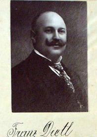 Prvním předsedou byl zvolen Franz Dietl. Při svém založení měl spolek 54 členů, o tři roky později už 113. Po vzniku Československa byl spolek v roce 1919 rozpuštěn, ale 22. 8. 1920 opět obnovil svou činnost. V roce 1925 měl 280 skutečných, 55 přispívajících a 2 čestné členy