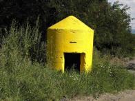 Einmannbunker v Louce u nádraží v létě, zřejmě má mimikry :-)