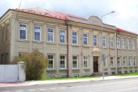 udova obecné školy u Bílého sloupu v době, kdy v ní sídlila Zvláštní škola. V r.2009 je budova opuštěna