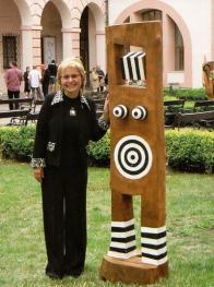 Sylva Prchlíková se svou sochou Strategie