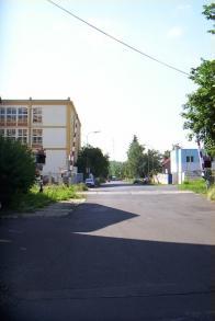 Tramvaj vjížděla do Horního Litvínova v místech, kde je nyní zahrádkářská oblast pod dolním vlakovým nádražím. Dříve přijížděla z Dolního Litvínova, kde měla jednu zastávku.