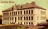 Naproti Deutches Haus, se nacházela německá škola, která zde již nestojí. Byla stržena, kvůli špatné statice, zapříčiněné dolováním v oblasti