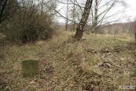 Vydáme se po něm, je dobře schůdné, najdeme tu kilometrovníky, dřevěné pražce a kamenné a betonové propustky.