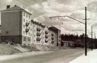 """Na snímku z roku 1959, kdy byla komunikačně upravena ulice Stalingradská. Vznikla roku 1942 jako silnice """"C"""" Podkrušnohorská ulice"""