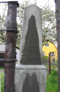 Pomník padlým z let 1848 a 1866.Pomník umístěn na soukromém pozemku truhlárny Eben.