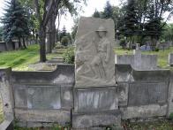 Náhrobek na Lomském hřbitově. foto: J.Čtvrtníček