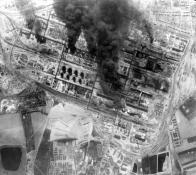 Letecký snímek hořící STW
