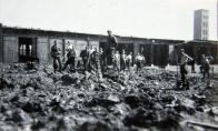 Odklízení následků bombardování z 12. května 1944