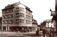Rohový dům na náměstí Míru. Rok cca 1920