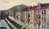 Soukenická ulice směrem od městského divadla k Zámeckému vrchu roku 1911. Tato část města se začala rozrůstat během 19. století