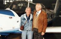 Walter Smejkal s Leslie L. Latzem na návštěvě mosteckého aeroklubu v roce 1995