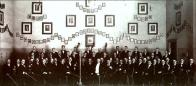 Mozartův symfonický orchestr Horní Litvínov v Turnhalle (nyní DVD) za 1. republiky. S náprsenkou kapelník Gehrschon, který byl z Chomutova. Třetí vlevo Ulmar Liebscher u 1. houslí.Hudebníci pocházeli z celého Litvínovska