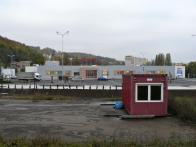 Supermarket Tesco s přilehlým parkovištěm postaven v r. 2011