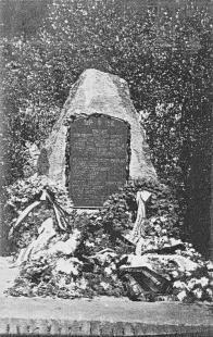 Historická fotografie vojenského pomníčku, obětem I.Sv.války. Její kopii pořídil P. Aulický.