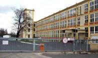 Současná tovární budova. Administrativní budova viditelná na staré pohlednici již chybí (snesena po r. 2000 ).