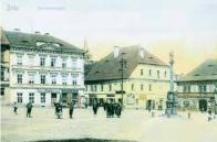 Třetí náměstí kolem roku 1905. Vpravo spatříme mariánský sloup z roku 1710,který se dnes nachází u kostela ve Vtelně