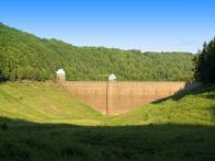 Téměř dva roky byla přehrada pro opravu vypuštěna. V r.2010 začalo její napouštění. Stav bez vody zachytil Jan Setvák v létě r.2009.