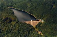 Letecký pohled janovské přehrady.