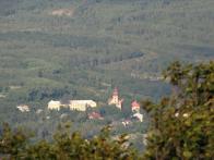Hráz přehrady, v popředí H. Jiřetín. Foceno z velké dálky teleobjektivem. J. Setvák 2010