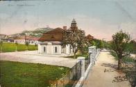 Kasárna na historické pohlednici