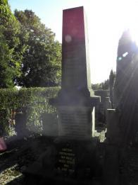 Na oseckém hřbitově lze stále nalézti památník obětem neštěstí s několika jmény. (..za kvalitu se omlouvám,slunce mi svítilo do objektivu,časem snad dodám lepší..)
