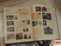Jedna z vystavených publikací o tvorbě Bohdana Kopeckého