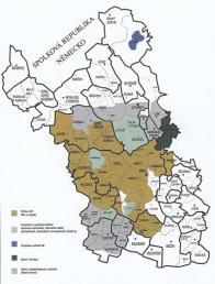 Pro území Mostecka je velmi významné, že s mnohými sídelními lokalitami jsou identické první historicky ověřené údaje již vil. století. Mimo Mostu, o němž Je první zmínka k roku 1040, se k roku 1057 udávají jména dvou nejstarších vesnic - Kopisty a Liběšice. Do 12. století spadají Libkovice, zmiňované k roku 1186, a Skršín, který se objevuje v historických pramenech poprvé roku 1100. Výsledky procesu zemědělské kolonizace se dostavily v průběhu 13. století, kdy zaznamenáváme nová jména 23 vesnic.  Tím byl otevřen prostor dalšímu rozšiřování osídlení s výraznou gradací ve 14. století, kdy se poprvé objevuje v písemných pramenech 38 jmen dalších vesnic. Polohou některé dokladují zvýšení horizontu osídlení. Klíny (1355) a Sedlo (1352) zase dokladují snahu o hornickou kolonizaci Krušnohoří z české strany a první pokusy o těžbu stříbra na Mostecku. Čas pro druhou vlnu hornické kolonizace a v dané době rozsáhlou urbanizaci české části Krušných hor je vymezen hlavně 16. stoletím.  Pouze v horské části Mostecka přibylo 11 dalších jmen, která jsou novými sídelními lokalitami, s báňským centrem Hora Svaté Kateřiny.