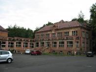 Severní a východní část zámku je v žalostném stavu.