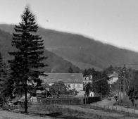 Pila na fotografii, je malý domeček vlevo za plotem,od mlýna byla vzdálena cca 20-30m.