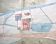 Barevný firemní plán na němž jsou rozepsané jednotlivé místnosti.Kromě mlýnice, zde byly dvě světnice ( přední a zadní ) předsíň, kuchyně, sklep,malý pokojík. Hlavní vchod je značen číslicí 2 a pekárna s pecí je pod číslem 8. Na čísle 6 byla místnost pro povoz a nalevo od mlýna byly malé chlévy ( 7) V budově vlevo dole, byly stáje pro koně,chlév pro krávu a sklady krmiva. U rybníka jsou zřetelné všechny vpusti i výpusti.
