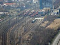 Současné nádraží v Novém Mostě. Pohled z Hněvína