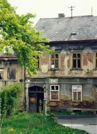 Bývalé domy zprava čp. 355 a čp. 313