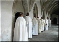 Bratři řádu Cisterciáků.