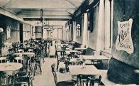 Po skončení světové války měli lidé obrovskou chuť se bavit. Hojně proto navštěvovali hostince, kavárny a další podniky.Kavárna Pošta Na Příkopech (Havlíčkově) ulici. foto: Oblastní muzeum v Mostě.