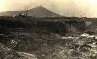 Důl Johan-Jan cca 1920. Do hornické stávky vstoupilo 14. dubna 1919 také osazenstvo šachty Jan (Johann).  Oblastní muzeum v Mostě.