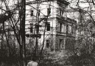 V roce 1887 získali panství v Korozlukách Richterové, v jejichž držení byl zámek několikrát módně upravován. Tyto úpravy jsou sice doloženy především v interiérovém vybavení a pohodlnějším zařízení, ale bezesporu bylo zasahováno i do parku, zejména v přínosu kultivarů a exotů