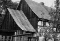 Řada hrázděných staveb byla zbourána až v 70.letech při uvolňování prostoru pro nové sídliště.Na snímku usedlost č.p. 27.