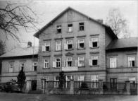 Janov s Hamrem sloužil výletním místům.Při vstupu do Hamerského údolí sloužil těmto účelům lázeňský dům,který je po různých adaptacích využíván dodnes.