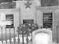 Hrob ruských vojáků na hřbitově v Janově