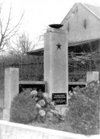 Pomník a hrob dvou rudoarmějců