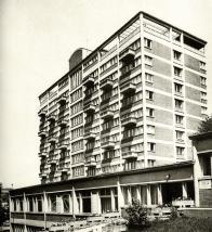 V letech 1948 – 1958 kdy vznikl kolektivní dům v Litvínově, tak přibližně v téže době se staví kolektivní dům zlínský podle návrhu ing. arch. J. Voženílka  a kolektivu projektantů návrhového oddělení n.p. Svit.