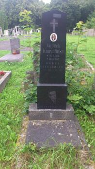 Jméno Konvalinka je v Litvínově spojeno s kronikářem a předsedou Sokola-tento hrob ale nepatří ani jednomu z nich...