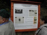 Informační cedule, nověji bord s informacemi o historii místa
