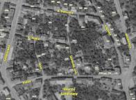 Na mapě z r. 1953 ještě většina domů stojí