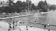 Císařské lázně-fotografie byly pořízeny paní Anny Reichlové, rozené Pleyerové Její otec byl plavčík na městské plovárně