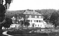 Přezdívaný též Valdštýnský lovecký zámek, nebo též Horní zámek (zámeček).