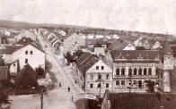Foto pravděpodobně z dnešní radnice, směrem k osecké silnici