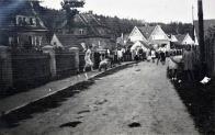 Část obce Lomu-Loučná. V pozadí Havlíčkovo náměstí, cca 1920