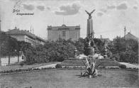 Válečný pomník, věnovaný kamarádům mosteckého okresu, kteří padli za vlast